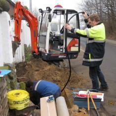 Endlich..., der Baustrom als vorgezogener Hausanschluß kommt und wird von der RheinEnergie gelegt.