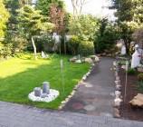 Unser Traumgarten - überall blicken wir ins Grüne.