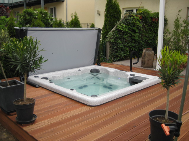 outdoor whirlpool im garten bautagebuch villa. Black Bedroom Furniture Sets. Home Design Ideas