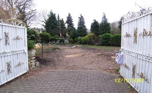 Einfahrt zur Villa Marienborn