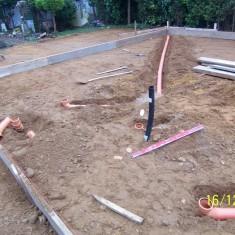 Die Schalung wurde vorbereitet und die Rohrleitungen verlegt
