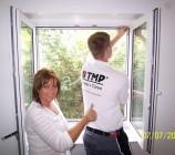 TMP Fenster & Türen baute bei uns auch den auf Maß angefertigten Insektenschutz ein.