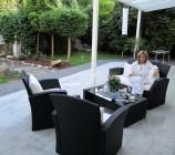 Auch die ersten Outdoor Lounge Möbel wurden zur Freude von Bauherrin Anke angeliefert und laden zum künftigen Chillen auf der rund 50 qm grosszügigen Terrasse ein.