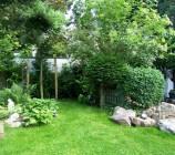 Gestaltung unseres uneinsehbaren Gartens mit vielen teilweise über 100 kg schweren Findlingen..., ja so nennt man die schweren Designersteine