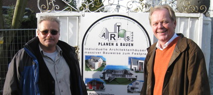 Bauleiter Thomas Braun (links) und Ernst Berger (rechts) vom Artos Vertrieb